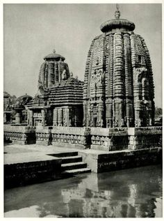 #UnseenPic A snap in the year 1928 depicting the spectacular Mukteswara Temple #Bhubaneswar