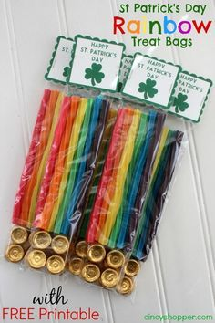St Patrick's Day Rainbow Treat Bags with FREE Printable. Perfect inexpensive idea. I made these for the kiddos!