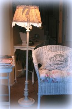 My Romantic Home: Inexpensive lamp makeover
