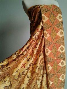 SUPPLY FABRIC SILK DRESSMAKING.TAILORING PLEASE FOLLOW THE LINK ON MY BIO TO MY #ETSYSHOP Handmade Silk Batik Fabric #sarong #handprinted #silk #batik #suitlining #yardage #shirt #skirt #fashion #womensfashion #designerfabric #mensfashion #clothing #blouse #ties #handmade#tailoring #crafting #dressmaking #fabric #needlecraft #handbag #handbags #baglining #handbaglining #suits #suit #etsyshop#etsy #etsyseller WA+6281311590629
