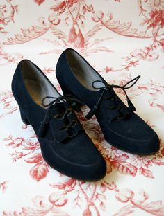 1940s Lace Ups // Brushed Navy Leather // by dethrosevintage, $75.00