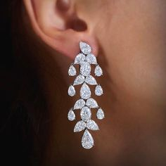 The spectacular Eden Chandelier #Diamond #Earrings will take her breath away. #WilliamGoldberg