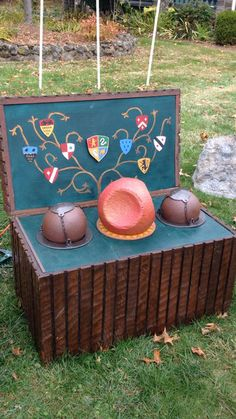 Our Halloween theme last year was Harry Potter. This is the Quidditch Trunk prop we made for our front yard! Harry Potter Cosplay, Harry Potter Props, Harry Potter Quidditch, Harry Potter Day, Deco Harry Potter, Harry Potter Birthday, Harry Potter Characters, Harry Potter Uniform, Harry Potter Bedroom