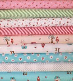 USA-Patchworkstoff-Bluemchen-rosa-mint-weiss-Streubluemchen-Rotkaeppchen-fuer-Tilda