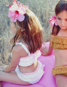 Young Girl Fashion, Little Girl Fashion, Little Girl Models, Little Girls, Little Girl Pictures, Louise Misha, Baby Cocoon, Cute Young Girl, Bikini