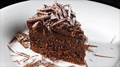 Server kaken med vaniljeis eller en frisk bringebærsaus. Sjokoladekaken kan fryses.