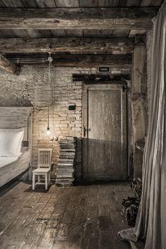 Meas Vintage, Vintage Stil, Stone Interior, Interior Exterior, Cottage Interiors, Rustic Interiors, Wabi Sabi, Rustic Room, Attic Spaces