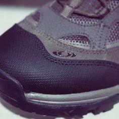 Salomon na Black Boots.