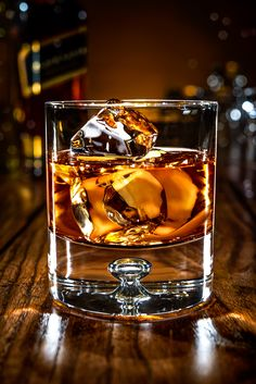 Whisky on Behance Apple Whiskey, Whiskey And You, Cigars And Whiskey, Rye Whiskey, Scotch Whiskey, Whiskey Glasses, Whiskey Drinks, Whiskey Recipes, Wine Drinks