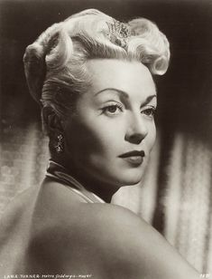 Star of the Month: Lana Turner Old Hollywood Glamour, Hollywood Stars, Classic Hollywood, Diva E, Seductive Women, Star Images, Lana Turner, Hair Reference, Lonely Heart