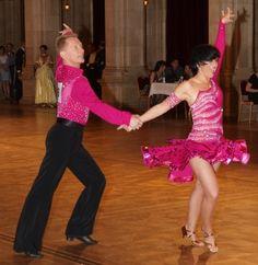 Dr. Volker Dietrich und Sonja Bockmann-Dietrich tanzen sich durch die neue Klasse Senioren II.