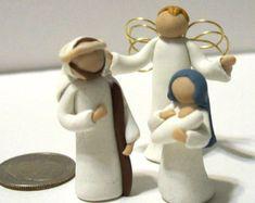 3 figurines