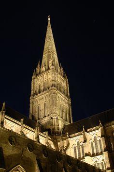 Light + Design - Salisbury Cathedral. Exterior Façade Lighting