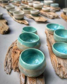 Ready for tonight's market 👌🏼 Pottery Pots, Slab Pottery, Ceramic Pottery, Ceramic Pinch Pots, Ceramic Bowls, Ceramic Mugs, Ceramic Art, Clay Pinch Pots, Coil Pots
