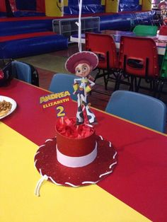 Ideas para Fiesta de cumpleaños de Toy Story - Toys for years old happy toys Jessie Toy Story, Toy Story Baby, Woody And Jessie, Toy Story Theme, Toy Story Centerpieces, Toy Story Decorations, Birthday Party Centerpieces, Wedding Decorations, Cowgirl Party
