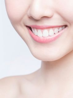 Bei der Zahnreinigung sparen, ist gar nicht so schwierig, wie du vielleicht denkst. Zahnstein kannst du dir ganz einfach selbst entfernen.