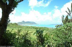 まるで絵葉書の世界!空と海の織りなす青いグラデーションの景色