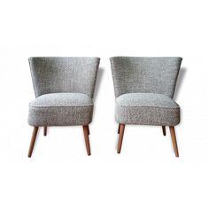 Paire de fauteuils cocktail vendu par Entre deux chaises - Lyon (69 - Rhône). Hauteur : 70, Largeur : 61, Profondeur : 40, État : Bon état, Materiau : Bois, Style : Vintage, Couleur : Noir