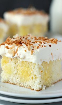 This poke cake is for all you coconut lovers out there. Triple Coconut Poke Cake is a coconut cake, drenched in coconut cream pudding and topped with a coconut whipped cream. Coconut Pudding, Pudding Cake, Poke Cake Recipes, Dessert Recipes, Dessert Ideas, Cake Coco, Coconut Poke Cakes, Cupcake Cakes, Cupcakes