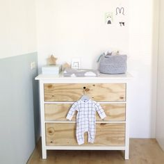 Underlayment commode | IKEA hack | Nursery | How to on our website | Stek Magazine | Idea & styling: José Russchen