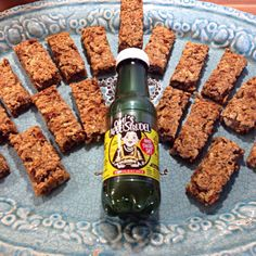 Omi's cereal bars <3 Omi's Müsliriegel <3 #omisapfelstrudel #apfelstrudelsaft #recipe #vegan Fruit Juice, Root Beer, Recipe Ideas, Beverages, Vegan, Canning, Recipes, Food, Apple Strudel
