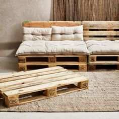 Pallet Furniture Outdoor Couch, Diy Pallet Couch, Pallet Furniture Designs, Diy Furniture Couch, Diy Furniture Plans Wood Projects, Furniture Ideas, Palette Furniture, Diy Sofa, Diy Palette Bed