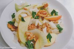 Lauwarmer Chicorée Apfel Salat mit Baumnüssen verfeinert / salad with endive, walnuts and apple Different Salads, Free Design, Apple, Recipies, Apple Fruit, Apples