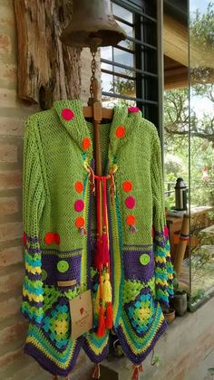 Stricken : Sacón to two needles and crochet, Crochet Coat, Crochet Jacket, Crochet Cardigan, Crochet Shawl, Crochet Clothes, Crochet Squares, Crochet Granny, Moda Crochet, Knit Baby Dress
