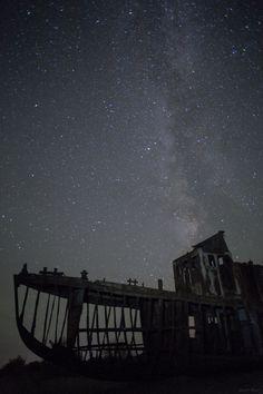 aral-sea-ship-stars.jpg (2048×3072)
