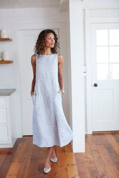Mixed-stripes linen dress - This Linen design wonderful. May be difficult to create. Mixed-stripes linen dress - This Linen design wonderful. May be difficult to create. Simple Dresses, Casual Dresses, Fashion Dresses, Summer Dresses, Casual Clothes, Summer Clothes, Summer Outfit, Linen Dresses, Dresses Dresses