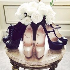 Image via We Heart It https://weheartit.com/entry/172457161 #roses #shoes