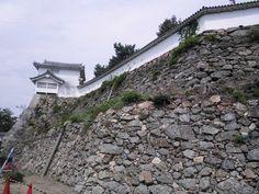 姫路城 石垣 2014.09.10 Japanese Castle, Medieval Houses, Castles, Samurai, History, Design, Stuff Stuff, Historia, Chateaus