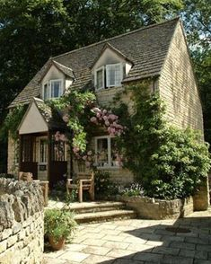 Sudeley Cottages, Cotswolds Bazaar spends a relaxing weekend in the Cotswolds Style Cottage, Cottage Living, Cozy Cottage, Cottage Homes, English Cottage Style, English House, English Country Manor, Living Room, Cottage Interiors