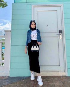 Hijab Fashion Summer, Modern Hijab Fashion, Hijab Fashion Inspiration, Fashion Hub, Muslim Fashion, Skirt Fashion, Fashion Outfits, Pencil Skirt Outfits, Casual Hijab Outfit