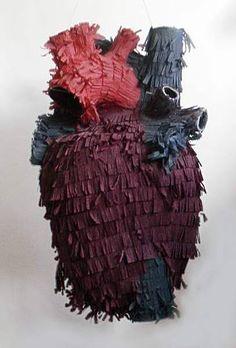 Mi corazón es una piñata, pero no tiene premios si la rompes