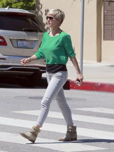 Elsa Pataky runs errands in style in Brentwood on May 13, 2013