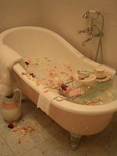 SOOOO wish I had time for a bath and one of those things to go over the tub!!!!