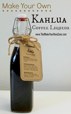 How to make homemade Kahlua coffee liqueur Coffee drinks, coffee lover, coffee recipes Homemade Alcohol, Homemade Liquor, Homemade Baileys, Homemade Kahlua Recipe With Instant Coffee, Homemade Kahula Recipe, Coffee Liquor Recipe, Fun Drinks, Yummy Drinks, Alcoholic Drinks