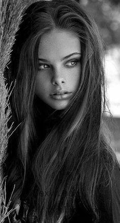 Black And White Portraits, Black And White Photography, Photography Women, Amazing Photography, Photography Magazine, Woman Portrait Photography, Photography Books, Color Photography, Digital Photography