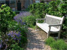 Villa Augustus blue garden by Hetty: Gardenista