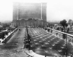 Michigan Central Station, 1921 Detroit Train Depot, now closed and crumbling Detroit Rock City, Detroit Area, Metro Detroit, Abandoned Detroit, Abandoned Places, Detroit Ruins, State Of Michigan, Detroit Michigan, Detroit History