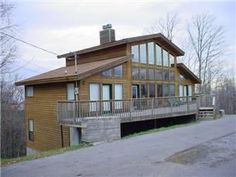 Gatlinburg, TN: How sweet the sound of this quiet mountain retreat. This beautifully decorated chalet provides four master suites and wonderful gathering areas. Quick...