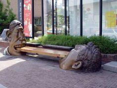 Sculpture comme mobilier urbain à Séoul (Szöul). JPEG - 52.2 ko