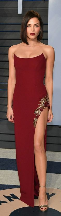 Who made Jenna Dewan Tatum's jewelry, red strapless gown, and gold sandals?