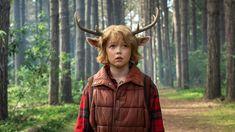 """Uma nova série de fantasia chega, Sweet Tooth, à Netflix. No história, baseada nos quadrinhos da DC, """"um menino-cervo híbrido estabelece um vínculo improvável com um viajante solitário. Juntos, eles embarcam em uma aventura extraordinária através das ruínas perigosas e exuberantes do que restou, em busca de algo que possam chamar de lar."""" Susan Downey, Robert Downey Jr., Amanda Burrell e Linda Moran são os produtores executivos do programa e as filmagens aconteceram na Nova Zelândia. Dc Comics, Robert Downey Jr., Alphabetical Order, New Netflix, Everything, Teeth, Sweet Tooth, Universe, Cinema"""
