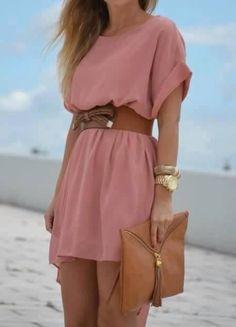 roze jurk met bruine riem