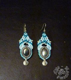 Light blue macramé earrings with mother of pearl by TitaMacrame