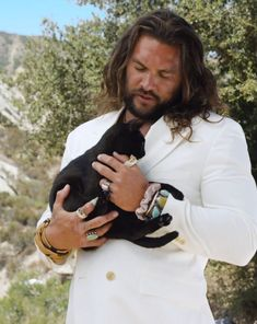 Actor, local Khal, and athletic Aquaman Jason Momoa is making headlines all over the world, but this time it's not because of his underwater shenanigans or attempts to impress the Khaleesi. Aquaman Actor, Jason Momoa Aquaman, Jason Momoa Lisa Bonet, Lovers Images, Wooly Bully, Celebrity Travel, Celebrity Photos, Taylor Kitsch, Funny Tattoos