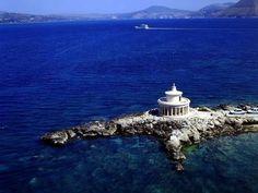 Ο φάρος των Αγίων Θεοδώρων ~ Περιοχή Λάσση κοντά στο Αργοστόλι της Κεφαλονιάς The lighthouse of Agioi Theodoroi ~ Region of Lassi near Argostoli of Kefalonia. TBoH