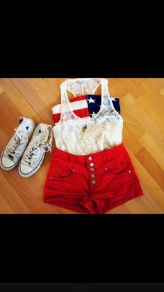 Perfect 4th of July outfit! So cute